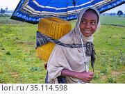 Gheralta mountains, near Hawzen, Eastern Tigray, Ethiopia. A girl... (2020 год). Редакционное фото, фотограф Sergi Reboredo / age Fotostock / Фотобанк Лори