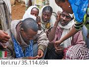 Public market in the town of Hawzen, Tigray Region, Ethiopia on a... (2020 год). Редакционное фото, фотограф Sergi Reboredo / age Fotostock / Фотобанк Лори