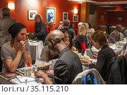 Sylvia s Restaurant on Lenox Avenue in Harlem in NYC. Sylvia's Restaurant... Редакционное фото, фотограф Sergi Reboredo / age Fotostock / Фотобанк Лори