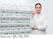female doctor pointing finger up at optical store. Стоковое фото, фотограф Syda Productions / Фотобанк Лори