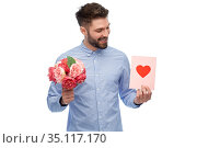 happy man with flowers and valentine's day card. Стоковое фото, фотограф Syda Productions / Фотобанк Лори