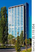 Warsaw, Mazovia / Poland - 2020/05/10: North Gate office tower building... Редакционное фото, фотограф bialorucki bernard / age Fotostock / Фотобанк Лори