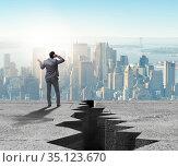 Businessman standing unsure next to cliff. Стоковое фото, фотограф Elnur / Фотобанк Лори