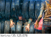 Russia, Samara, June 2019: athletic youth participates in a race of heroes and overcomes obstacles car tires on a summer day in the village of Roshchinsky . Text in Russian: race of heroes, platoon. Стоковое фото, фотограф Акиньшин Владимир / Фотобанк Лори