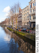 Amsterdam old town view, vertical photo (2017 год). Редакционное фото, фотограф EugeneSergeev / Фотобанк Лори
