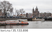 Pleasure boats are moored at canal coast, Amsterdam (2017 год). Редакционное фото, фотограф EugeneSergeev / Фотобанк Лори
