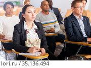 Focused woman listening to lecture at conference. Стоковое фото, фотограф Яков Филимонов / Фотобанк Лори