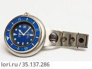 Винтажные наручные часы Jenny на светлом фоне. Редакционное фото, фотограф Игорь Низов / Фотобанк Лори