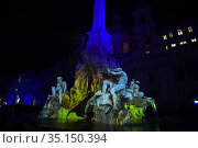 The Fontana dei quattro fiumi (Fountain of the four rivers) in Piazza... Редакционное фото, фотограф Maria Laura Antonelli / AGF/Maria Laura Antonelli / age Fotostock / Фотобанк Лори
