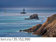 The lighthouse La Vieille in the strait Raz de Sein at dusk at the Pointe du Raz, Plogoff, Finistere, Brittany, France. September 2019. Стоковое фото, фотограф Philippe Clement / Nature Picture Library / Фотобанк Лори