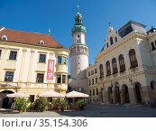 Firewatch Tower (Tueztorony), the landmark of Sopron, and the town... Стоковое фото, фотограф Martin Zwick / age Fotostock / Фотобанк Лори