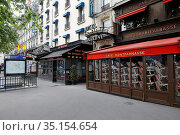Closed cafes on Montparnasse boulevard during lockdown in Paris, ... Стоковое фото, фотограф Philippe Lissac / Godong / age Fotostock / Фотобанк Лори