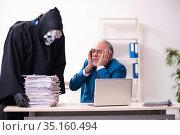 Old businessman employee getting deal with the devil. Стоковое фото, фотограф Elnur / Фотобанк Лори