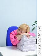 The girl has fallen asleep on documents. Стоковое фото, фотограф Арестов Андрей Павлович / Фотобанк Лори