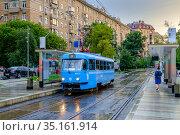 Москва, Замоскворечье, трамвай Tatra T3 едет по Садовническому проезду (2020 год). Редакционное фото, фотограф glokaya_kuzdra / Фотобанк Лори