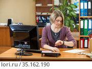 Caucasian woman employer keep track of time, overworking or waiting some meeting. Стоковое фото, фотограф Кекяляйнен Андрей / Фотобанк Лори