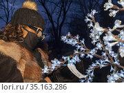 Detroit, Michigan USA - 20 December 2020 - At a Winter Solstice gathering... Редакционное фото, фотограф Jim West / age Fotostock / Фотобанк Лори