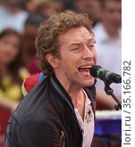 New York City 06-27-08, Chris Martin and Coldplay on NBC today show... (2008 год). Редакционное фото, фотограф Adam Scull / age Fotostock / Фотобанк Лори