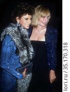 Raquel Welch Sally Kellerman Undated.Photo By John Barrett/PHOTOlink.. (2005 год). Редакционное фото, фотограф Adam Scull / age Fotostock / Фотобанк Лори