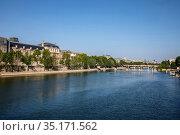 Louvre museum and Seine river, Paris, France. Стоковое фото, фотограф Philippe Lissac / Godong / age Fotostock / Фотобанк Лори