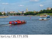 Москва, прогулочные теплоходы на Москве-реке. Редакционное фото, фотограф glokaya_kuzdra / Фотобанк Лори