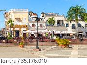 Local restaurants and houses at Plaza de Espana (2017 год). Редакционное фото, фотограф EugeneSergeev / Фотобанк Лори