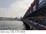 Galata Bridge. City of Istanbul, Turkey. Редакционное фото, фотограф Bala-Kate / Фотобанк Лори
