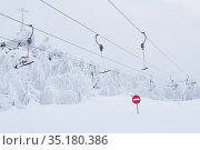 Prohibitory road sign No entry against the background of an empty ski surface lifts on a snowy ski slope. Стоковое фото, фотограф Евгений Харитонов / Фотобанк Лори