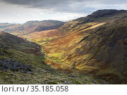 Moorland view through Duddon Valley towards Cockley Beck, Wrynose Pass alongside meandering river. Lake District National Park, Cumbria, England, UK. November 2019. Стоковое фото, фотограф Ashley Cooper / Nature Picture Library / Фотобанк Лори