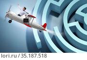 Businessman escaping from maze on airplane. Стоковое фото, фотограф Elnur / Фотобанк Лори