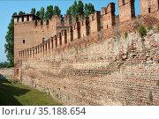 Castelvecchio castle in the historic center of Verona - Italy. Стоковое фото, фотограф Peter Probst / age Fotostock / Фотобанк Лори