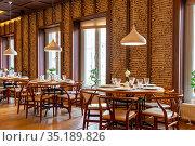 Interior of cozy the Chinese restaurant (2019 год). Редакционное фото, фотограф Евгений Ткачёв / Фотобанк Лори