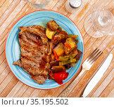 Grilled veal with sauteed vegetables, healthy dinner. Стоковое фото, фотограф Яков Филимонов / Фотобанк Лори