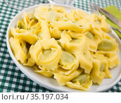 Delicious appetizing tortelloni with ricotta cheese and spinach. Стоковое фото, фотограф Яков Филимонов / Фотобанк Лори