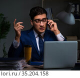 Employee working late to finish important deliverable task. Стоковое фото, фотограф Elnur / Фотобанк Лори