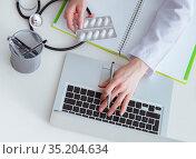 Hand writing medical prescription in computer. Стоковое фото, фотограф Elnur / Фотобанк Лори