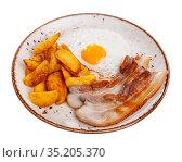 cuisine american roast pork with scrambled egg served on plate. Стоковое фото, фотограф Яков Филимонов / Фотобанк Лори
