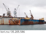 Dry docks are in port of Iceland (2017 год). Стоковое фото, фотограф EugeneSergeev / Фотобанк Лори