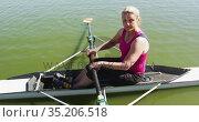 Portrait of senior caucasian woman preparing rowing boat in a river. Стоковое видео, агентство Wavebreak Media / Фотобанк Лори
