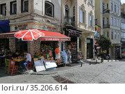 Outdoor cafe on the corner of the Galip Dede Street (2020). Beyoglu district, city of Istanbul, Turkey. Редакционное фото, фотограф Bala-Kate / Фотобанк Лори