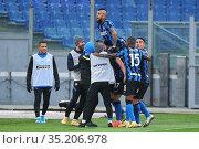 Milan Skriniar (Inter) celebrates with teammates the goal ,Rome, ... Редакционное фото, фотограф Federico Proietti / Sync / AGF/Federico Proietti / / age Fotostock / Фотобанк Лори