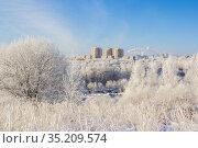 Winter city on a sunny day. Стоковое фото, фотограф Дмитрий Тищенко / Фотобанк Лори