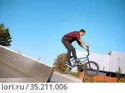Bmx biker doing trick on stairs in skatepark. Стоковое фото, фотограф Tryapitsyn Sergiy / Фотобанк Лори