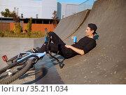 Young male bmx biker leisures on ramp in skatepark. Стоковое фото, фотограф Tryapitsyn Sergiy / Фотобанк Лори