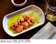Plate grilled king prawn kebabs on skewers. Стоковое фото, фотограф Яков Филимонов / Фотобанк Лори