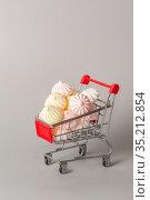 Покупка сладостей. Стоковое фото, фотограф Наталья Гармашева / Фотобанк Лори