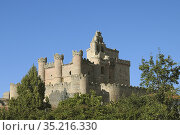 Castle and Saint Michael Church. Turégano, Segovia. Стоковое фото, фотограф Arturo Rosas / age Fotostock / Фотобанк Лори