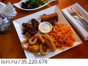 Plate with snack for beer - cheese sticks, chips, croutons and chicken legs. Стоковое фото, фотограф Яков Филимонов / Фотобанк Лори