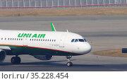A321 airliner taxiing to runway for take -off (2019 год). Редакционное видео, видеограф Игорь Жоров / Фотобанк Лори