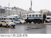 Moscow, Russia, January 23, 2021: Police vehicles to detain protesters at politics protests against Putin in Russia, Moscow, Trubnaya Square. Редакционное фото, фотограф Азат Хайрутдинов / Фотобанк Лори